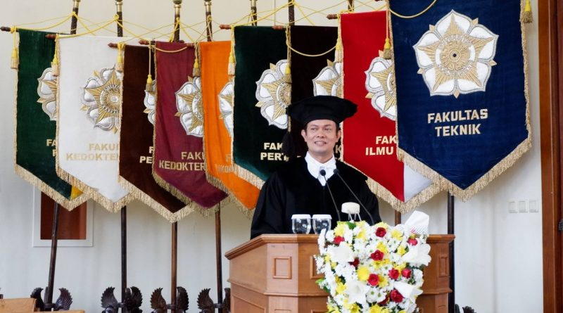Seorang Profesor Turun Gunung Urusi Ikatan Alumni SMA-nya